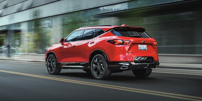 Chevrolet Blazer 2020, SUV mediana con  escape  doble en forma rectangular